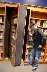 Spinning bookshelf
